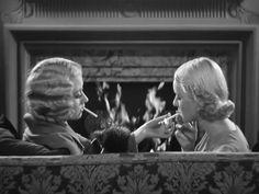 Joan Blondell y Bette Davis en Three on a Match (1932) de Mervyn LeRoy.