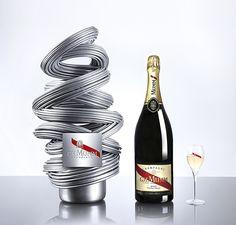 Renato Montagner signe un superbe coffret - intitulé MUMM 3D - pour la maison de champagne GH.MUMM. Une merveille entièrement réalisé en impression 3D...