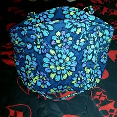 Vera Bradley Glenna tote bag Hardly used. No signs of ware. Vera Bradley Bags