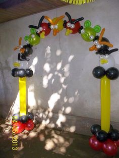 Источник интернет Balloon Arch, Balloons, Columns Decor, Party Hacks, Balloon Decorations, Info Board, Angry Birds, Squares, Frames
