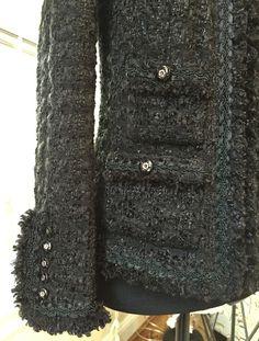 Susan Khalje Susan Khalje Couture Classic French Jacket pattern review by Jstarr4250 Chanel Jacket Trims, Chanel Style Jacket, Chanel Coat, Boucle Jacket, Tweed Jacket, Chanel Couture, Couture Sewing, Chanel Fashion, Jacket Pattern