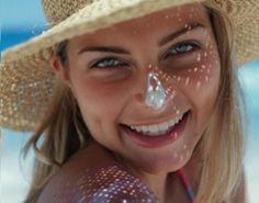 Isomarine, des soins marins 100ade In FranceRiche en algues, la ligne solaire ISOMARINE procure une hydratation optimale et une protection intense. La peau, ainsi nourrie en oligo-éléments, résiste efficacement aux attaques des UVA/UVB et aux effets prématurés du vieillissement.  Pour cet Eté, il est donc important, non seulement de se protéger du soleil, mais aussi de le faire en privilégiant des produits naturels, respectueux de notre peau.