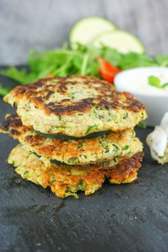 Zucchini Buffer Recipe - Low Calorie, Low Fat and Healthy Low Calorie and Super . - Zucchini buffer recipe – low-calorie, low-fat and healthy low-calorie and super simple: Our zucch - Healthy Zucchini, Healthy Salads, Healthy Eating, Healthy Recipes, Recipe Zucchini, Zucchini Parmesan, Zucchini Puffer, Homemade Burgers, Beet Salad