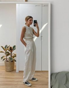 Staying in doesn't mean you can't make an effort with your outfits. Be inspired by these outfit ideas for spring White Outfits, Casual Outfits, Normcore Outfits, Spring Summer Fashion, Spring Outfits, Mode Outfits, Fashion Outfits, Best Outfits, Fashion Tips