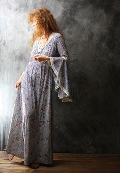 Vintage Dress 1970s Romantic Hippie Bohemian Trumpet Angel Sleeve Little Daisy Tulip Lace Trim