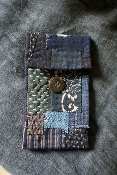 how to boro quilt sashiko Japanese Quilts, Japanese Textiles, Sashiko Embroidery, Japanese Embroidery, Fabric Bags, Fabric Scraps, Boro Stitching, Running Stitch, Fabric Jewelry