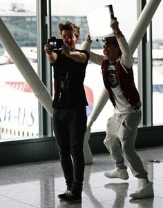 Louis and Niall filming OWOA