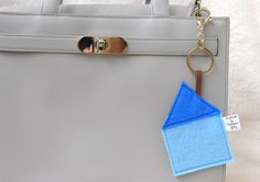 "Taschenanhänger - Anhänger ""Sweet Home"" Haus aus Filz - ein Designerstück von Madamme-Julie bei DaWanda Shops, Sweet Home, Etsy, Bags, Felting, Handbags, Tents, House Beautiful, Retail"