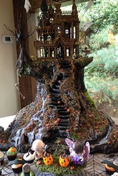 Post with 37 votes and 3601 views. Tagged with halloween, miniatures, dollhouse; Various spooky dollhouses & miniatures for Halloween - /r/dollhouses Halloween Diorama, Halloween Village Display, Casa Halloween, Theme Halloween, Halloween Fairy, Halloween Miniatures, Halloween Town, Holidays Halloween, Halloween Crafts