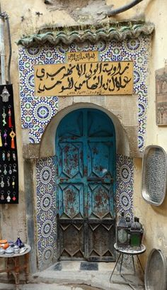Love the tile work Doors Galore, Porte Cochere, Door Entryway, Cool Doors, Door Gate, Antique Doors, Door Accessories, Islamic Architecture, Earthship