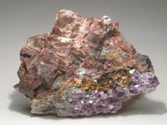 Monazite-(Sm) avec Lépidolite. Brown Derby No. 1, Brown Derby Mine, Quartz Creek Pegmatite District, Gunnison Co., Colorado, USA Taille=6.8 x 5 x 1.5 cm Collection Rudy Bolona (09/2009)