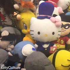 Hello Kitty at the Arcade | Hello Kitty Culture #HelloKitty #Toys #Children #Games