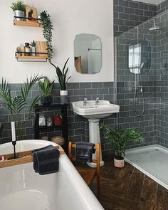 Modern Victorian Homes, Victorian Style Bathroom, Victorian House Interiors, Edwardian House, Modern Vintage Bathroom, Rachel House, Bathroom Interior Design, House Rooms, Bathroom Inspiration