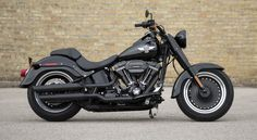 Harley Davidson have presented the new version of their popular Softail Slim a minimalist no-frills clean ride for those who appreciate the feel of a bike more than how many accessories they can buy for it. The 2016 Harley Davidson Softail Slim S Harley Davidson Chopper, Harley Davidson Street Glide, Harley Davidson Road King, Classic Harley Davidson, Harley Davidson Sportster, Harley Softail, Harley Fat Boy, Hd Fatboy, Bmw R75