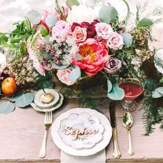 Such pretty table setting  #floral #tablesetting #tablescape #floralcenterpiece #floralcentrepiece #tablestyling #wedding #weddingideas #weddinginspiration #weddinginspo #bride #bridetobe #bridal #bridalshower #weddingreception #weddingdinner #weddingreceptionideas #roses #flowers #freshbloom #vintagewedding #bohowedding #rusticwedding #engaged #engagement #kitchentea
