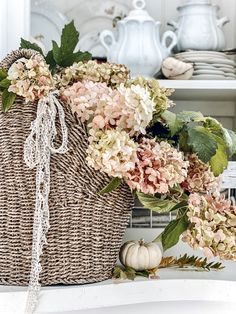 Cottage Style Decor, Shabby Chic Cottage, Shabby Chic Homes, French Decor, French Country Decorating, Vintage Lace, French Vintage, Pumpkin Decorating, Decorating Ideas
