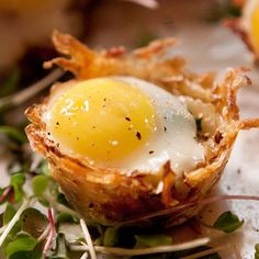 Idaho Hash Brown Baskets with Baked Quail Eggs are an impressive appetizer made of Idaho potatoes, pesto & quail eggs and is perfect for your Easter brunch or next party.