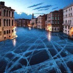 Venezia ghiacciati: l'acqua alta è solo un ricordo. Foto di Robert Jahns.  #art #photography #italy #travel