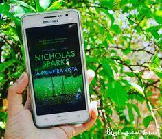 """Bom dia, ♡. Hoje, a divulgação do dia é do recente lançamento da @editoraarqueiro, """"À primeira vista"""", de Nicholas Sparks, 2 edição.▫ Traduzidos para 50 idiomas, os livros de Nicholas Sparks já venderam mais de 100 milhões de exemplares no mundo todo. """"A escrita de Sparks é magnífica – a clareza com que ele descreve cada emoção de Jeremy é fantástica. Se você quer um ótimo romance, é este."""" – WomanJeremy Marsh tinha três certezas: jamais se mudaria de Nova York, não se apaixonaria novamente…"""
