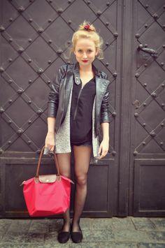 Shopaholic Nicol Life Is Beautiful, Beautiful Women, Youtubers, Leather Skirt, Celebrities, Skirts, Woman, Closet, Fashion