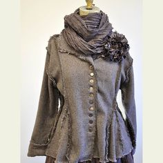 Jacket - the shape of this is beautiful Vintage Outfits, Altered Couture, Romantic Lace, Perfect Wardrobe, Comfortable Fashion, Apparel Design, Refashion, Frocks, Dress Up
