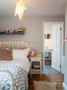 20 pictures of inspiring young adult bedrooms. Need a creative boost? Check out these 20 amazing ideas!