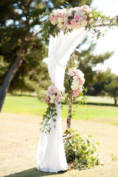 Palos Verdes Cliffside Wedding by Chris and Kristen Photography | Flowers by Art with Nature| Featured on Inspired By This
