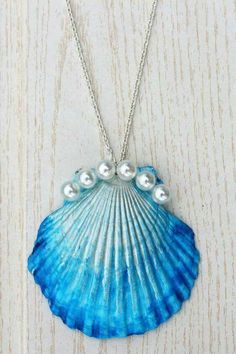 The Mermaid's Candy: DIY: DIP DYE MUSCHEL-KETTE shell necklace pearls Do it yourself – online shopping for ladies jewellery, jewellery to buy online, jewelry. Mermaid Jewelry, Seashell Jewelry, Seashell Art, Seashell Crafts, Mermaid Necklace, Seashell Necklace, Crafts With Seashells, Shell Schmuck, Diy Schmuck