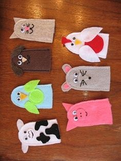 These little finger puppets were a Christmas present for my sweet little one-yea. These little finger puppets were a Christmas present for my sweet little one-year-old nephew. They would be a perfect gift for any little ki. Felt Puppets, Felt Finger Puppets, Hand Puppets, Sewing Crafts, Sewing Projects, Felt Projects, Sewing Kits, Puppet Patterns, Doll Patterns