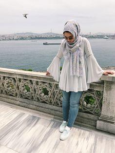 Stylish Hijab, Modest Fashion Hijab, Modern Hijab Fashion, Muslim Women Fashion, Modesty Fashion, Stylish Dresses, Fashion Outfits, Modern Abaya, Pakistani Dresses Casual