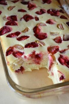 Photo: Cheesecake baked semolina with strawberries and rhubarb Sweets Recipes, Baking Recipes, Breakfast Desayunos, Polish Recipes, Healthy Sweets, My Favorite Food, Pavlova, Love Food, Food And Drink