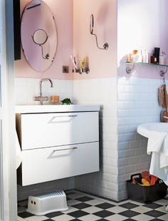 Small quirky bathroom - good sink unit