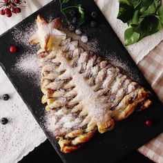 A Nutella christmas tree pie like you've never seen before!