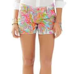 Lilly Pulitzer scuba to Cuba shorts Interested in trading for other Lilly. These are barely worn size 12 they were just too big on me. Lilly Pulitzer Shorts
