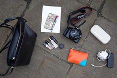 What In My Bag, What's In Your Bag, What's In My Purse, Minimalist Bag, La Face, Vogue Japan, Inside Bag, Purse Organization, Cute Purses