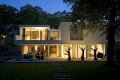 Villa in Bilthoven 7 Irregular White Residential Box: Modern Villa Bilthoven in the Netherlands