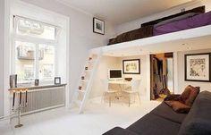 lit mezzanine adulte dans le salon avec bureau à la maison