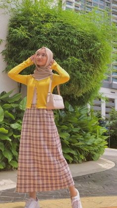 Modest Fashion Hijab, Modern Hijab Fashion, Street Hijab Fashion, Hijab Fashion Inspiration, Teen Fashion Outfits, Muslim Fashion, Mode Outfits, Hijab Casual, Modesty Fashion