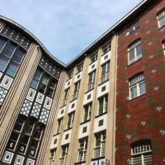 Heute noch das Standard-Touri Programm ab- und mit Souvenirs eingedeckt. Jetzt geht's wieder zurück nach Österreich. Bis nächstes Jahr Berlin! #rp16 Berlin, Multi Story Building, Instagram Posts, Destinations, Viajes
