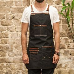 Havie pro-apron for barbers is made using lightweight coated canvas combined with brown leather. This is a perfect accessory for modern barbershop and. Hairstylist Apron, Menue Design, Barber Apron, Salon Aprons, Barber Shop Decor, Restaurant Uniforms, Barbershop Design, Bib Apron, Tool Apron