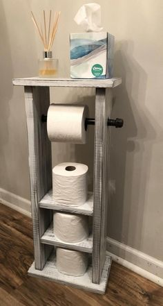 Toilet Paper Holder with storage white washed, Pipe toilet paper holder, Bathroom storage Industrial modern Toilet paper holder with storage Diy Pallet Furniture, Retro Furniture, Modern Toilet Paper Holders, Toilet Paper Storage, Diy Wood Projects, Diy Woodworking, Small Bathroom, Bathroom Storage, Home Decor