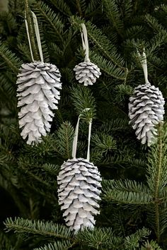 41 Homemade Christmas Ornaments - DIY Crafts with Christmas Tree Ornaments - Country Living Easy To Make Christmas Ornaments, Homemade Christmas Tree, Handmade Christmas Decorations, Christmas Ornaments To Make, Noel Christmas, Country Christmas, Winter Christmas, Christmas Crafts, Pinecone Ornaments