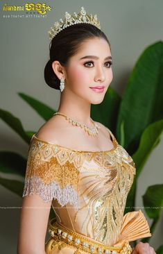 Cambodian Women, Khmer Wedding, Wedding Costumes, Beautiful Asian Girls, Traditional Dresses, Asian Beauty, Sequins, Bride, Girl Face