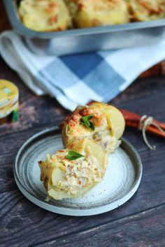 Πατάτες γεμιστές με κοτόπουλο, πράσο και τυρί   Cool Artisan Eggs, Chicken, Breakfast, Food, Morning Coffee, Egg, Meals, Yemek, Buffalo Chicken