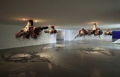 Giuseppi Licari e suas árvores penduradas no teto