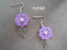 Boucles d'oreille fleur rigide au crochet avec perles.violet. Crochet Earrings Pattern, Crochet Jewelry Patterns, Crochet Bracelet, Crochet Crafts, Yarn Crafts, Crochet Projects, Crochet Flower Tutorial, Crochet Flowers, Tatting Jewelry