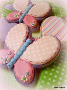 Butterfly cookies pink and purple butterfly iced biscuits Summer Cookies, Fancy Cookies, Sweet Cookies, Iced Cookies, Cute Cookies, Easter Cookies, Cupcake Cookies, Butterfly Cookies, Flower Cookies