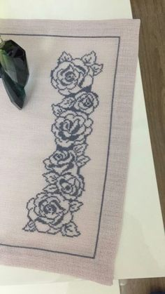 Cross Stitch Borders, Cross Stitch Flowers, Cross Stitch Designs, Cross Stitch Patterns, Butterfly Template, Black N White, Hobbies And Crafts, Hand Embroidery, Elsa