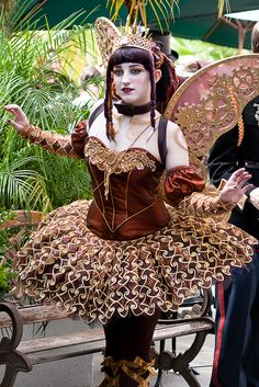 Clockwork Fairy cosplay at Gaslight Gathering 2011 Steampunk Cosplay, Viktorianischer Steampunk, Steampunk Design, Steampunk Clothing, Steampunk Fashion, Victorian Fashion, Steampunk Couture, Renaissance Clothing, Steampunk Necklace