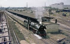 1976 Bahnhof Berlin-Lichtenberg mit Zug Richtung Stralsund